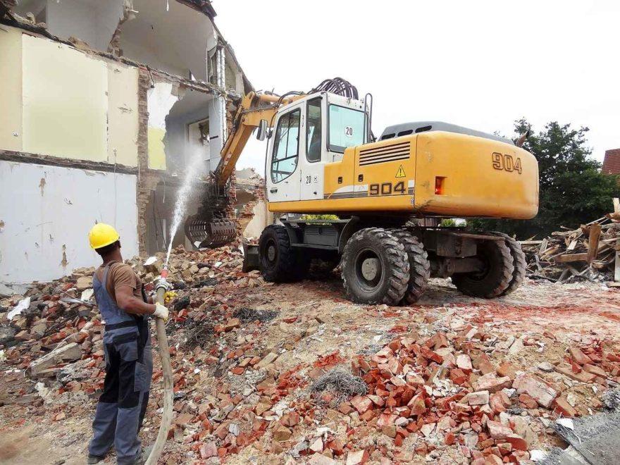 Welche rechtlichen Aspekte müssen Sie beim Abriss eines Hauses beachten?