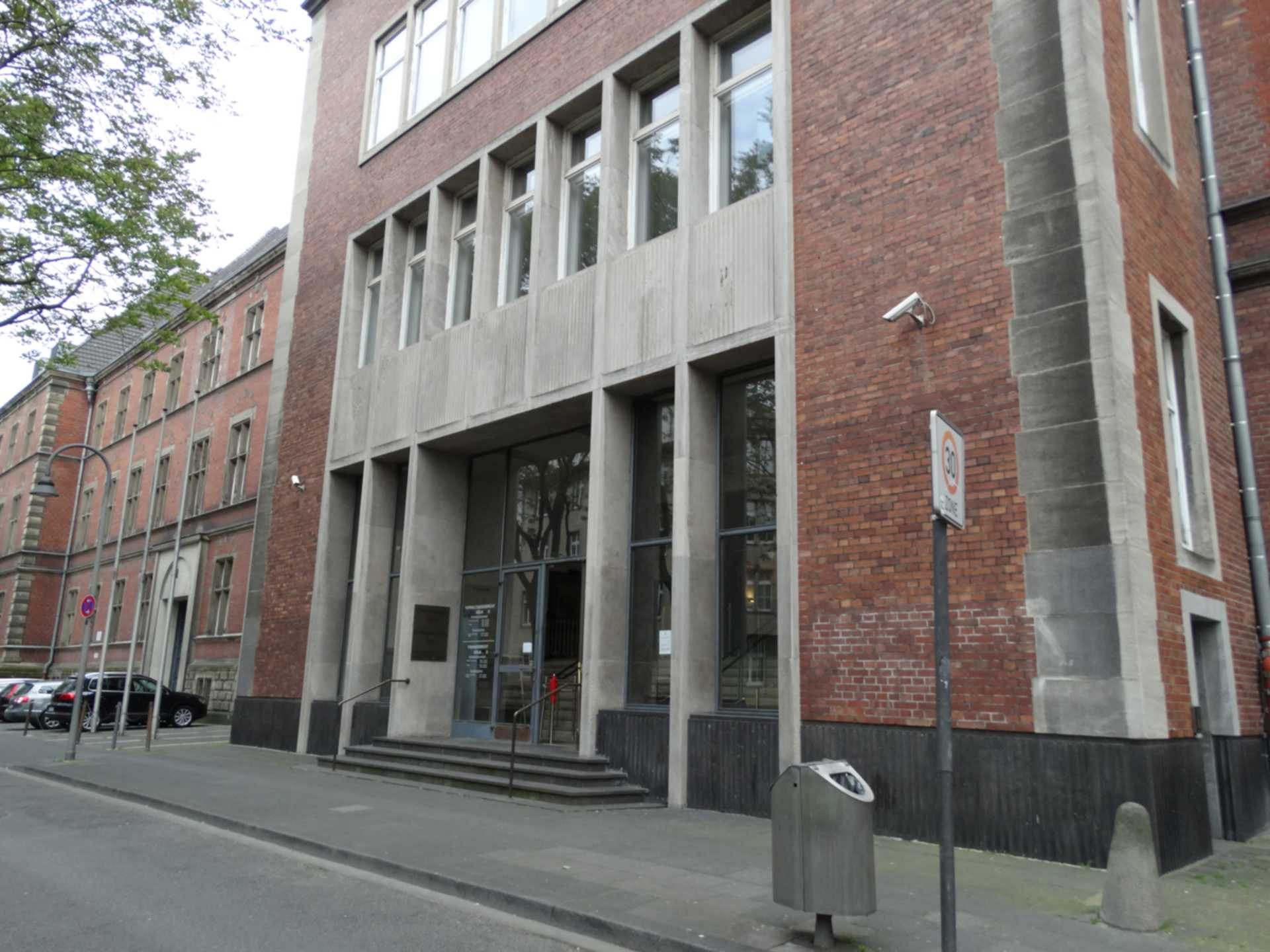 Die Sachaufklärungspflicht des Finanzgerichts - und das nicht eingeholte Sachverständigengutachten zum ausländischen Recht