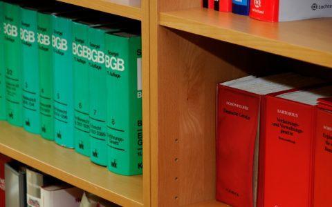 Ausschlussklauseln im  Formulararbeitsvertrag - und die Haftungsverteilung im Arbeitsverhältnis