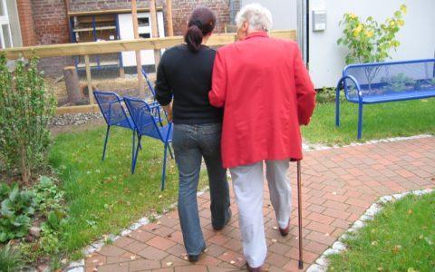 Steuerfreie Vergütung für nebenberufliche Fahrer in der Altenhilfe