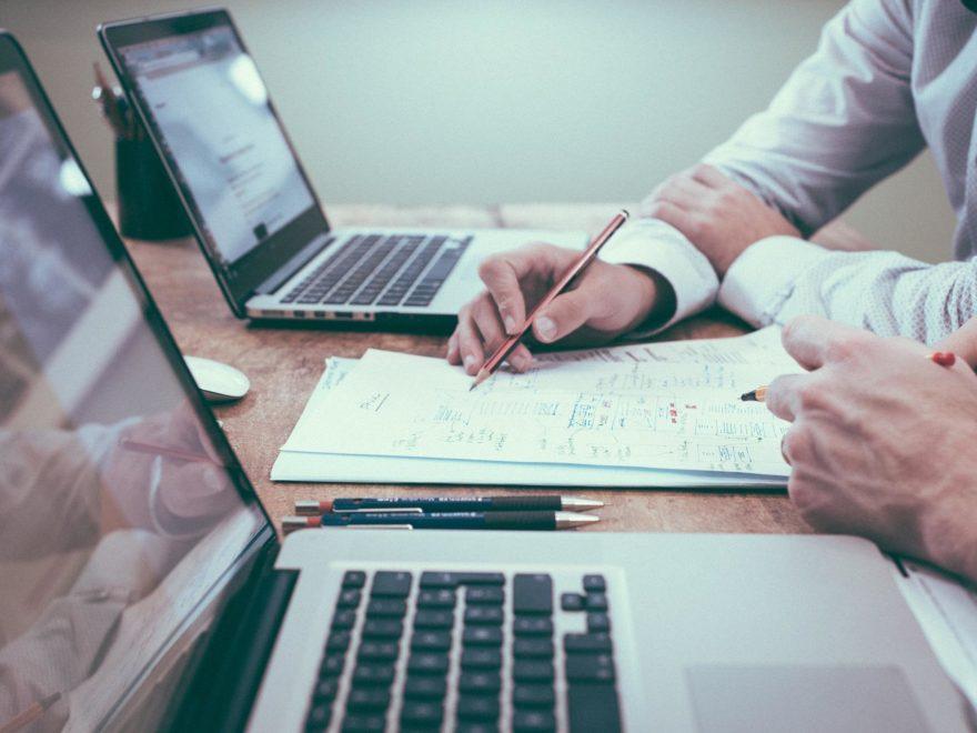 Zahlung eines überhöhten Entgelts an eine dem GmbH-Gesellschafter nahestehende Person - und die Schenkungsteuer
