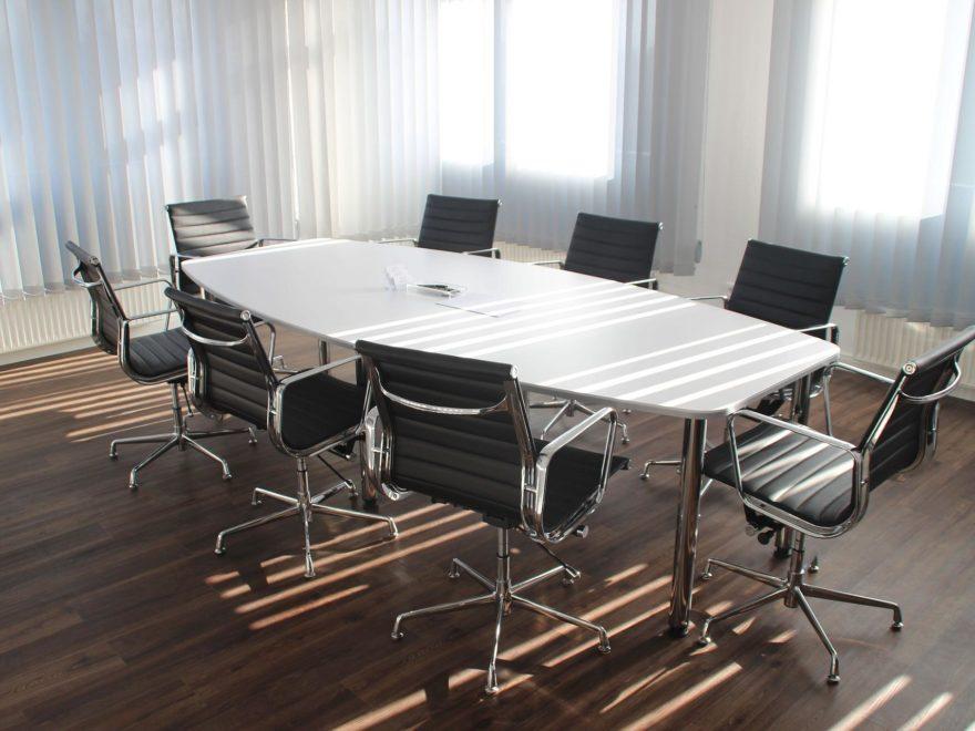 Fristlose Beendigung eines Geschäftsführerdienstleistungsvertrages - und der Rechtsweg zu den Arbeitsgerichten