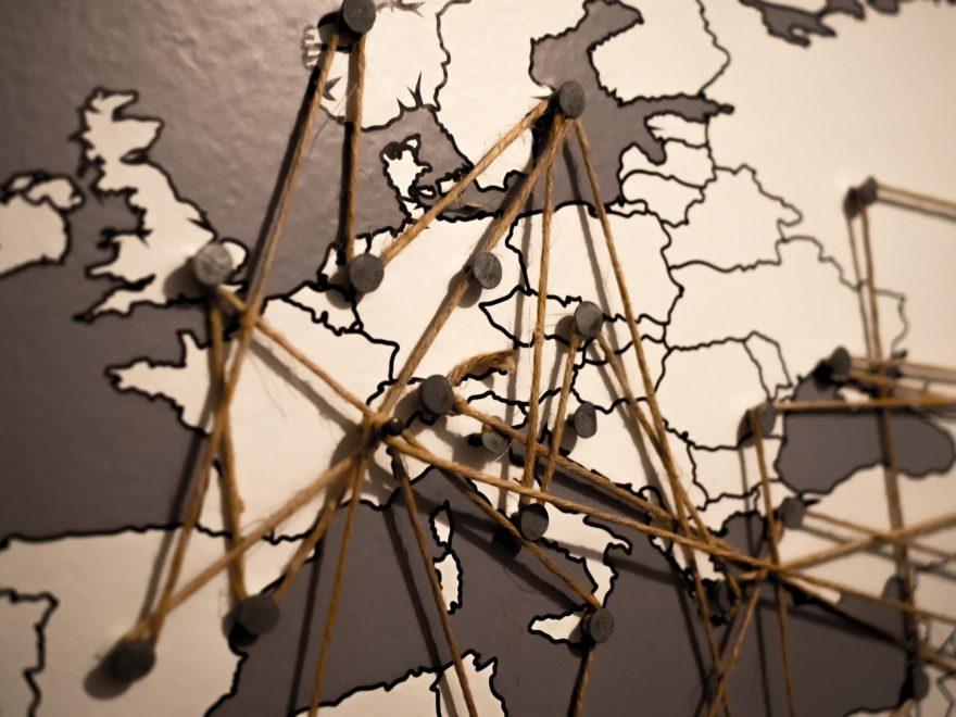 Nachgeahmte Designermöbel und der Grundrechteschutz für EU-Unternehmen