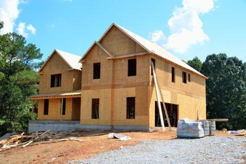 Überbau auf einem vermieteten Grundstück - und die Aufwendungen zu seiner Abwehr