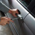 Tateinheit mittels falschen Auto-Kennzeichens
