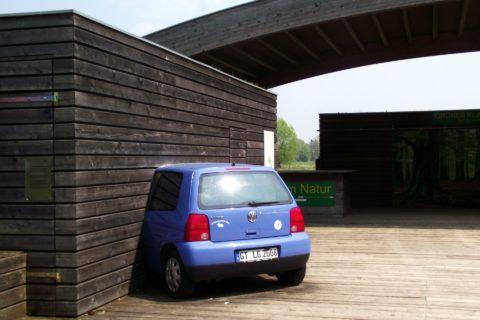 Auto, Hauswand