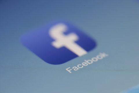Die marktbeherrschende Stellung von Facebook-  und ihr Missbrauch bei der Datenzusammenführung