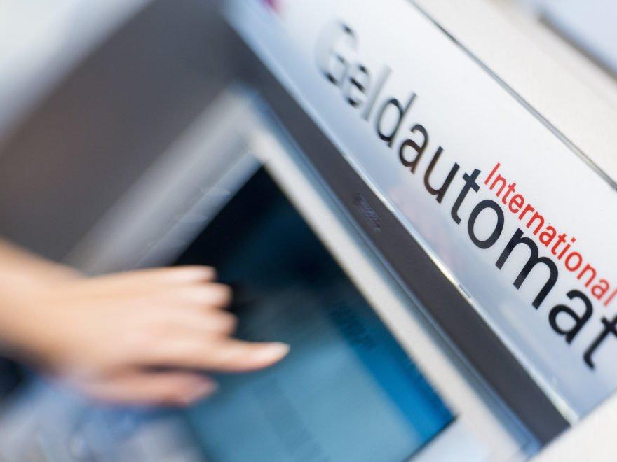 Symbolbilder Ec Automat Und Überweisung In Berlin Am 14.08.2013