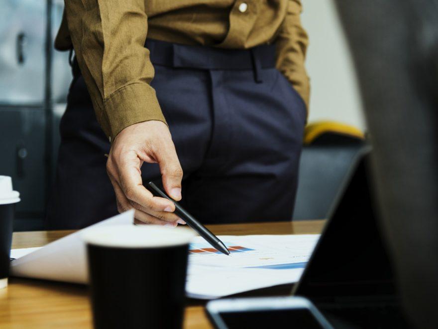 Die dienstliche Beurteilung durch die Konkurrentin um eine Beförderungsstelle