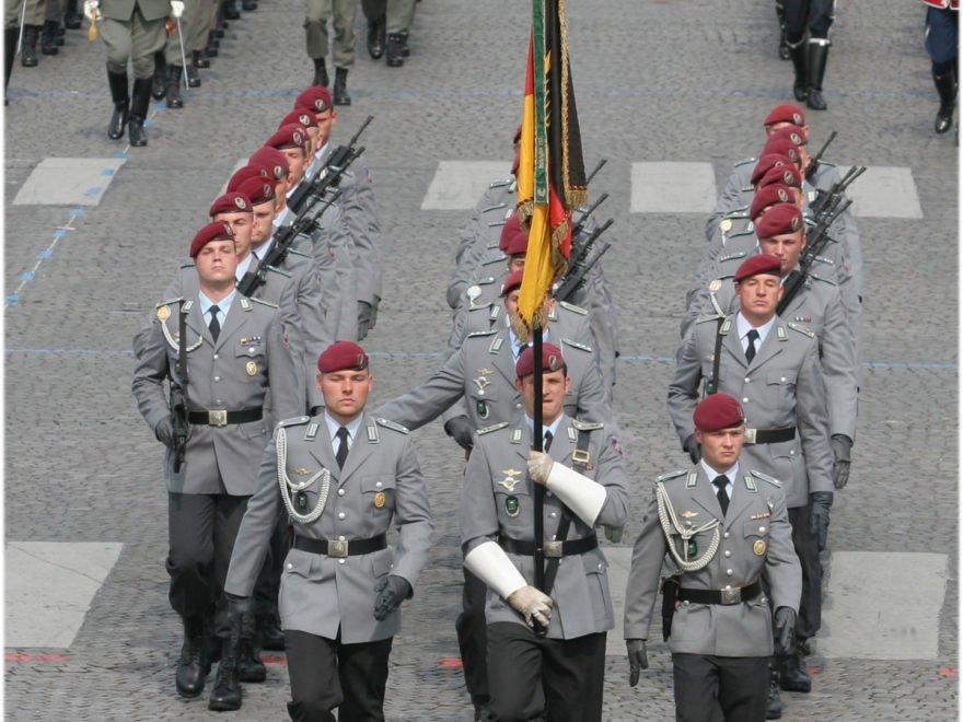 Vorläufige Dienstenthebung eines Soldaten – wegen Verletzung der Mäßigungspflicht