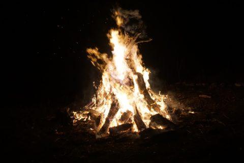 Die Durchführung der Brauchtumsfeuer