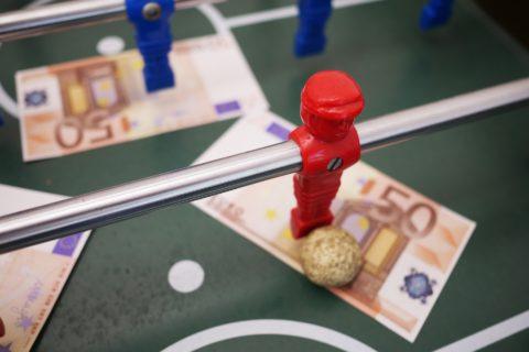 Der Kreuzbandriss einer Fußballspielerin als Arbeitsunfall