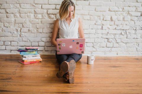 """Ansprüche einer """"Influencerin"""" - nach ihrem Ausscheiden als Geschäftsführerin"""