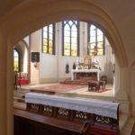 Keine vorläufige Zulassung öffentlicher Gottesdienste - auch wenn sie mit Schutzvorkehrungen verbundenen sind