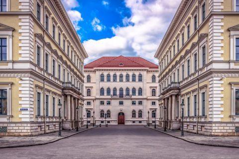 Die Bayerische Verordnung über die Ausgangsbeschränkungen - und die Einschränkung der Grundfreiheiten