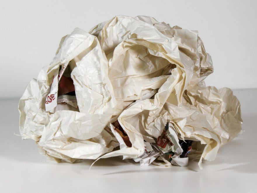 Der Papierabfall eines malenden Künstlers