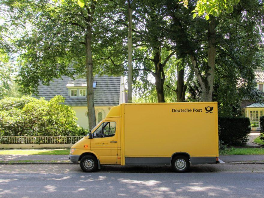 Postauto Paketdienst