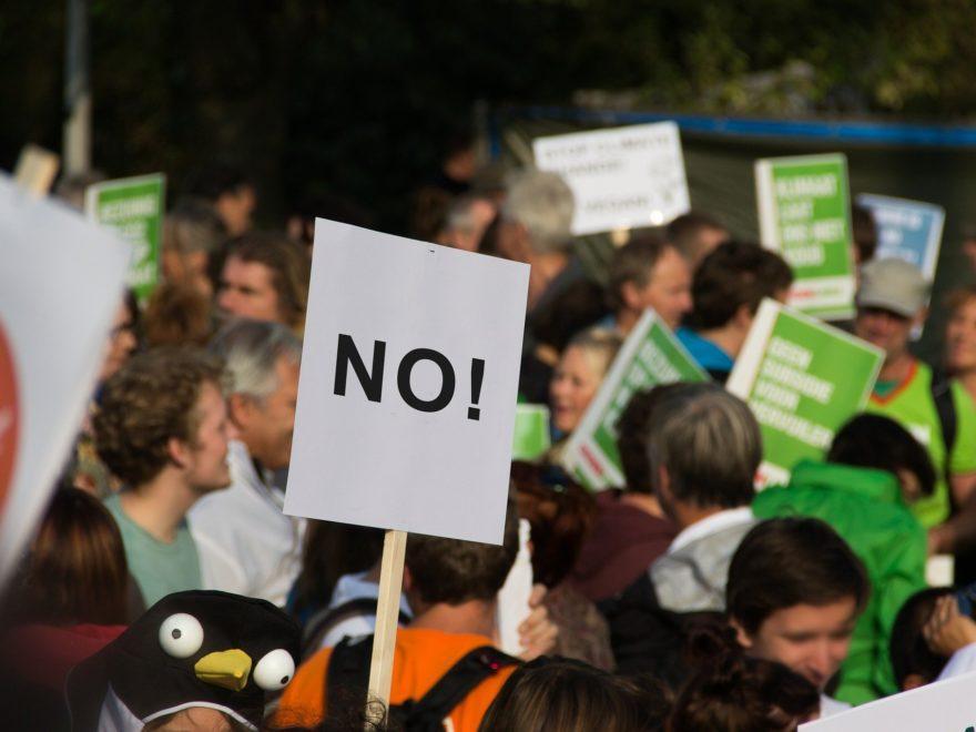 """Demo gegen die """"Maskenpflicht"""" – aber nur mit Maske"""
