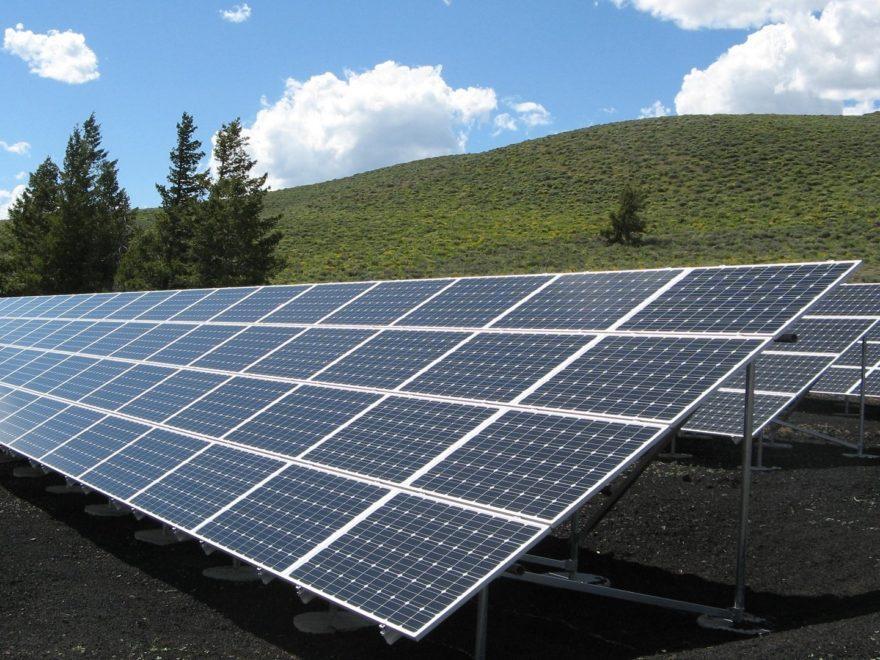 Errichtung von Freiland-Photovoltaikanlagen – und die Bauabzugsteuer