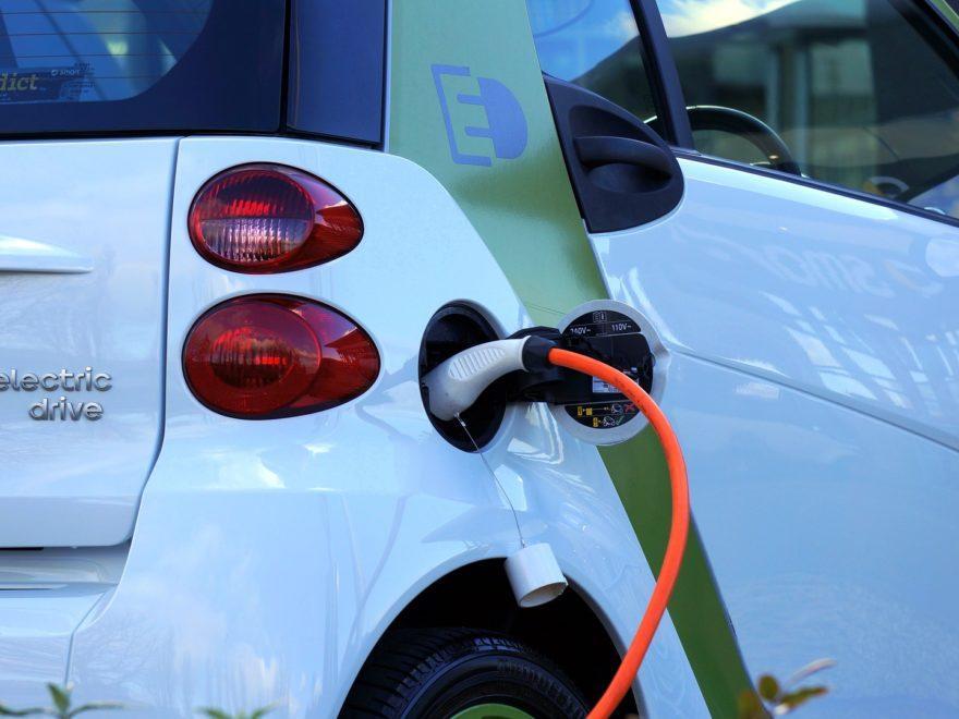 Wer Elektrofahrzeuge ohne Batterien durchsetzen will…