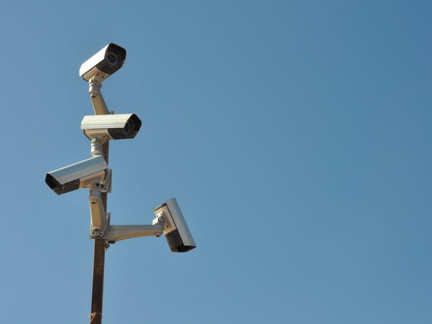 Die stationär befestigte Videokamera während einerDemo