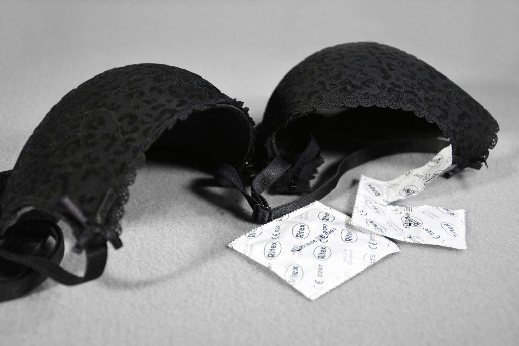 Kondom manipulieren